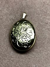 14K YELLOW GOLD Oval Locket Hand Engraved #3655