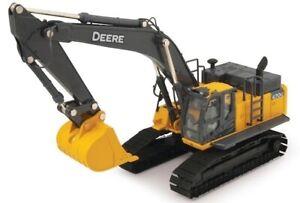 ERT45335 - John Deere 16.6oz Shovel On Caterpillars Prestige Collection