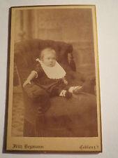 Koblenz - Coblenz - in einem Sessel sitzendes kleines Kind - Portrait / CDV