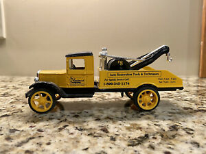 ERTL The Eastwood Company 1931 Hawkeye Wrecker Tow Truck Bank 1:25
