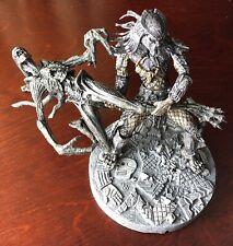 2005 Alien vs. Predator AVP Celtic Predator Throws Alien Playset  Preowned
