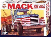 MPC MACK DM800 SEMI TRACTOR 1/25 MODEL KIT MPC899-NEW