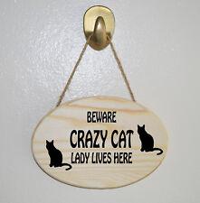Méfiez-vous Crazy Cat Lady vit ici en Bois Suspendu Plaque-Cadeau Signe