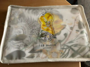 HURRY LAST ONE LEFT!!!  A PAIR OF TED BAKER ROYAL PALM PILLOWCASES BNIP