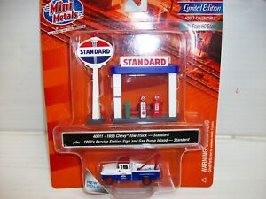 Ho Scale CMW  1955 Chevy Tow Truck w/Station Sign & Gas Pump Island (Standard)