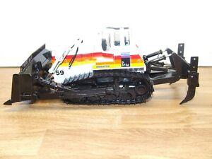 Stunning First Gear 50-3092 Komatsu Sunrise D375A Bulldozer in 1:50 scale, vgc