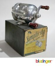 ALUMINUM & PLASTICS PRODUCTS CO. rare SIMPLICITY Bait Casting Reel A500 w/ box