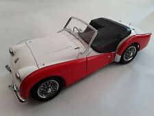 Triumph TR3A * rot / weiss * 1:18 Kyosho 08032WR