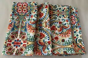 NICOLE MILLER paisley  white red green yellow  18 X18  set/4 poly Napkins NWT