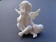 Engel 8 mit Herz links, Keramik, 4,5 cm hoch
