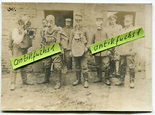 Foto : Deutsche Soldaten mit 5 verschiedenen Gasschutz-Masken-Varianten im 1.WK