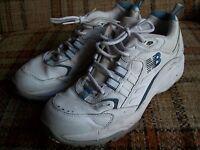 New Balance Womens Size 9.5 D (UK 7.5) EU 41 White Walkers CWX454D
