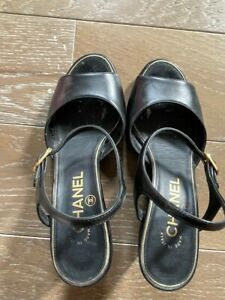 AA CHICAGO CHANEL Sandals 94305 Black With Pearl Design chanel logo