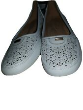 ladies white flat flower shoes, size 6
