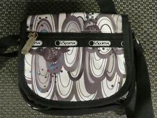 Le Sportsac small purse with black & white bird design - LIKE NEW
