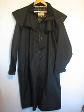 MENS COUNTRY ESTATE GREEN WATERPROOF STOCKMAN / TRENCH / RIDING COAT. SIZE XL
