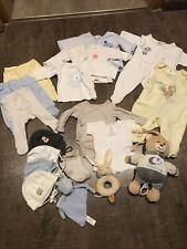 Baby Kleidungspaket Größe 56 mit Spieluhr und Rassel, 18teilig helle Farben
