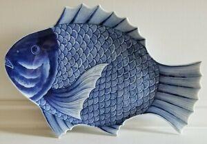 CIRCA 1850 JAPANESE IMARI BLUE AND WHITE FISH PLATE (#432)