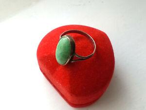 Älterer Ring auf Silber getestet mit grünen Farbstein in Schiffchenform RG 56