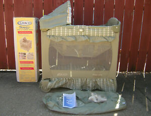 GRACO TRAVEL LITE CRIB 2-IN-1 PORTABLE SLEEPER W/ BASSINET #9001PNC GENTLY USED