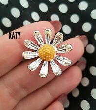 Small Vintage Style Silver Tone Daisy Flower Brooch Pin Badge Broach Lapel Gift