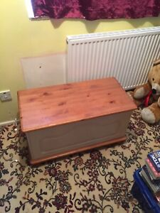 Quality Large Vintage Solid pine blanket box/trunk/storage/toy box/coffee table
