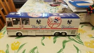 Danbury Mint New York Yankees Team Bus Brand New in Box with Luggage Papers Rare