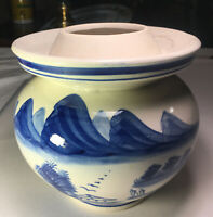 """Vintage Chinese Blue & White Dragon Chinoiserie Jar Vase 6 .2"""" Tall Unmarked"""