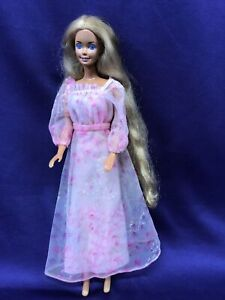 BARBIE DOLL. TWO/TONE PINK DRESS WITH DARKER PINK KISSES ALL OVER. MATTEL. (249)