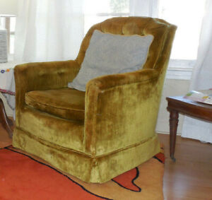 One Mustard Yellow Vintage Comfy Club Living Room Chair Armchair w/ Wear