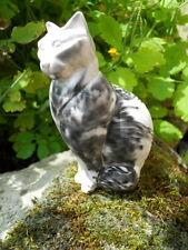 Sujet chat assis en pierre ? signature à identifier