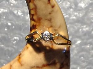 18ct YELLOW GOLD DIAMOND ENGAGEMENT LADIES RING - SIZE M  - Ref 1801.10
