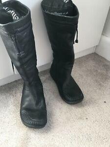 CLARKS Ladies Calf Length Black Boots Size 6.5D