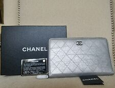 NWT CHANEL SILVER QUILTED LEATHER LARGE FLAT ZIP AROUND CLUTCH WALLET CLUTCH BAG
