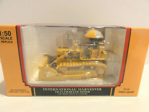 First Gear 50-3076 I.H. TD-15 Crawler Dozer w/Blade Hitch and Umbrella 1:50 NEW