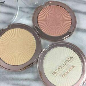 MAKEUPREVOLUTION Skin Kiss Highlighter SuperIntense Illuminating Shimmer Powder