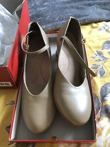 Capezio Character Dance Shoes Size 7.5