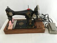 Singer G7271898 Model 128 Vintage 1919 Antique Sewing Machine with Bentwood Case