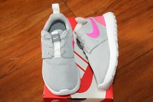 NEW GIRLS NIKE SZ 9 SHOES ROSHE ONE