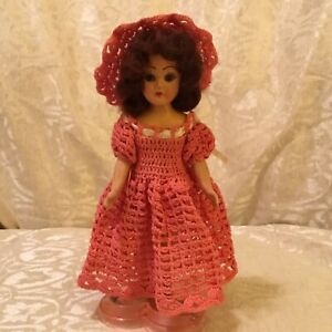 VINTAGE 1930'S  DOLL! OPEN CLOSE EYES CROCHETED DRESS HAT BOUQUET & HEART STAND