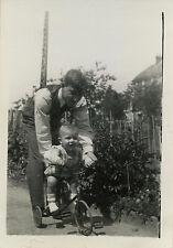 PHOTO ANCIENNE - VINTAGE SNAPSHOT - ENFANT VÉLO TRICYCLE BICYCLETTE - BIKE CHILD
