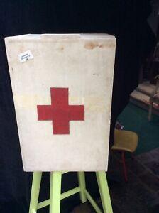 Ancienne armoire pharmacie bois Vintage