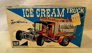 """LOOK! 1960`S MPC GEORGE BARRIS """"ICE CREAM TRUCK"""" 1/25 MODEL KIT TO RESTORE LOT!"""