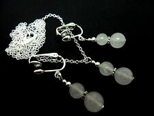 A PRETTY OPAQUE WHITE JADE  BEAD NECKLACE AND CLIP ON  EARRING SET. NEW.