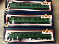 BACHMANN BR GREEN 63FT BULLIED COACHES NEW. CO/BK2ND,CO/COM,COR2ND BOXED.
