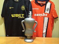 GONFIABILE Calcio Coppa Trofeo Sportivo-Adatto A FA Cup & Freccette fan.