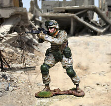 THE COLLECTORS SHOWCASE MODERN WARFARE CS00932 U.S. MARINE STANDING FIRING MIB
