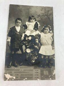 VINTAGE - POSTCARD - B & W - CHILDREN - WILLIE HAZEL AND MAY