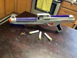 Hasbro 2006 Star Wars Clone Wars Foam Dart Gun Trooper Blaster