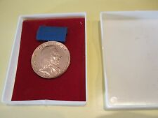 DDR Orden Konvolut Johann-Heinrich Pestalozzi Medaille in Bronze mit Etui